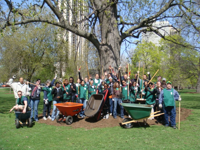 Earth Day Mulching Group 2012 (640x480)