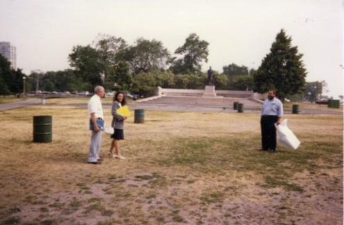 Lincoln Monument  Lawn Before Adding Garden 1998 - Bottom View Facts Section  (LPC archives)